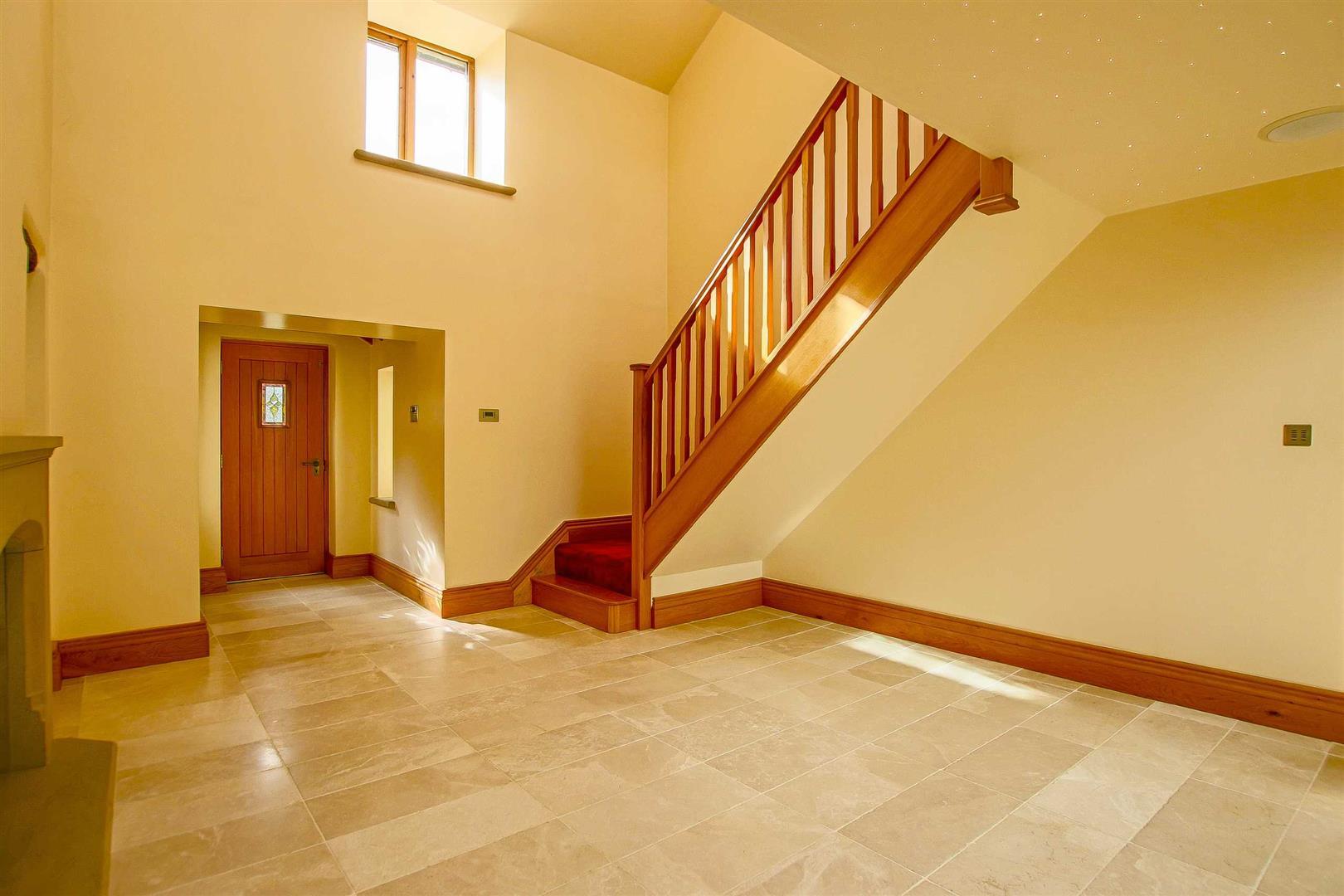 5 Bedroom Cottage For Sale - Image 8